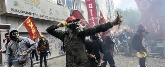 Scontri del 1 Maggio, il pm: «Maschera antigas è delitto di devastazione»
