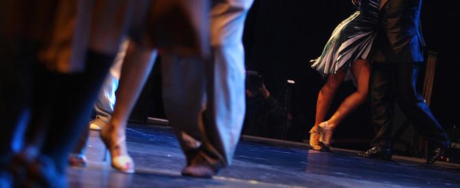 È ai domiciliari: a 86 anni evade per andare a ballare. Sarà processato