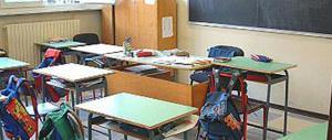 «Mio figlio deve uscire da scuola da solo»: sberle e graffi al preside