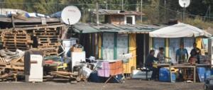 Calci e pugni a una 12enne per stuprarla: preso romeno in un campo nomadi