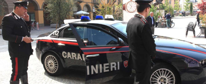 Acciuffati due rapinatori diciottenni: derubavano le coppiette all'Eur