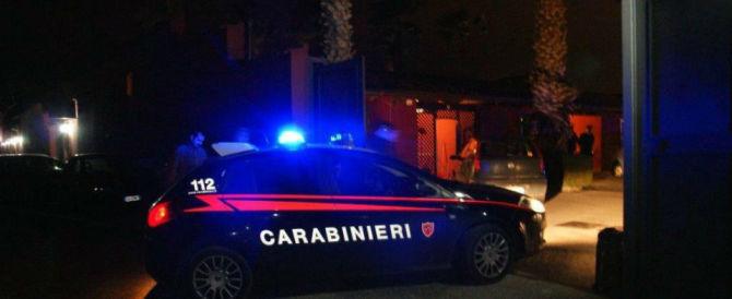 Castelfiorentino, rissa e pistolettate tra ubriachi in una pizzeria. Due feriti