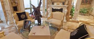 I Trump si trasferiscono dalla Casa d'oro alla Casa Bianca (foto gallery)