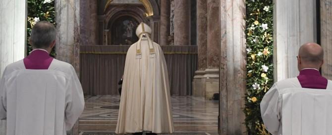 """Il Papa ha chiuso la Porta Santa: """"Non si diffonde il Vangelo con il potere"""""""