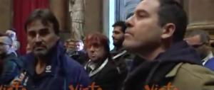 """Il contestatore di Renzi a Genova: """"Sei un traditore, massacri la Carta"""" (video)"""