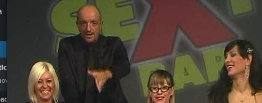 Presentatore di programmi hot condannato per sesso con minori (video)