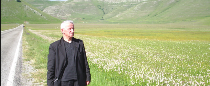 Don Antonio, il prete che lascia la sua casa per seguire gli sfollati