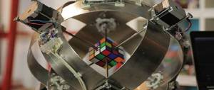 Il record del cubo di Rubik? È quello di un imbattibile robot: 637 millisecondi (video)