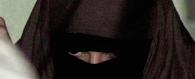 In municipio col niqab, condannata a 30.000 euro di multa 40enne albanese