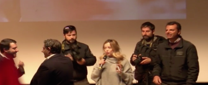 Meloni, Salvini e Toti immortalati nel selfie a tre per dire no al referendum (video)