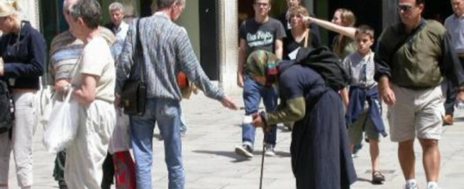 Giro di vite a Udine, no ai bivacchi nelle vie e stop all'accattonaggio