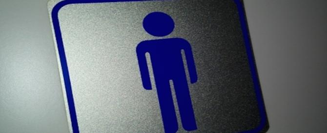 Brescia, aspiranti avvocati costretti a lasciare aperte le porte dei bagni