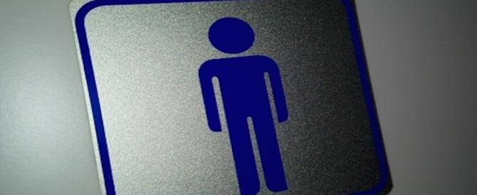 Operai in bagno tutti assieme: diktat dell'azienda li richiama all'ordine