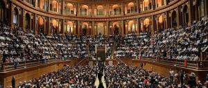 Pizzarotti a Renzi: niente Teatro Regio per eventi elettorali, cambia posto