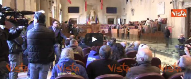 Referendum, è rissa tra Cinque Stelle e Pd in Campidoglio (VIDEO)