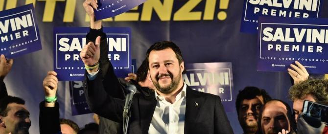 """Salvini comincia così il discorso: """"Sfigati, guardate che piazza…"""" (video)"""