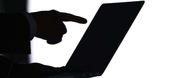 """È allarme """"sextortion"""": in aumento i ricatti sui video hot scambiati sul web"""
