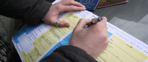 Falsi sinistri alle assicurazioni: disoccupata (onesta) sventa la truffa