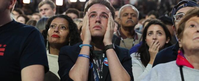 I sostenitori della Clinton in lacrime. Li avevano illusi con i sondaggi beffa