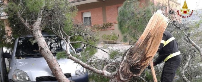 Tromba d'aria e acqua sul litorale laziale: morti e feriti a Ladispoli e Cesano