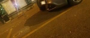 Bufera sui M5S a Torino: il vice della Appendino in autoblu sul posto dei disabili
