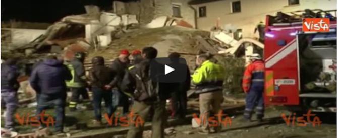 Tra le macerie della villetta crollata a Bagno a Ripoli. Ecco il video