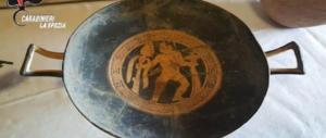 Ritrovati reperti del VII secolo a.C in una valigia nel bosco di Sarzana