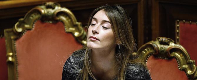 La Boschi, vestita a lutto, chiede l'ultima fiducia e fa infuriare i senatori (VIDEO)