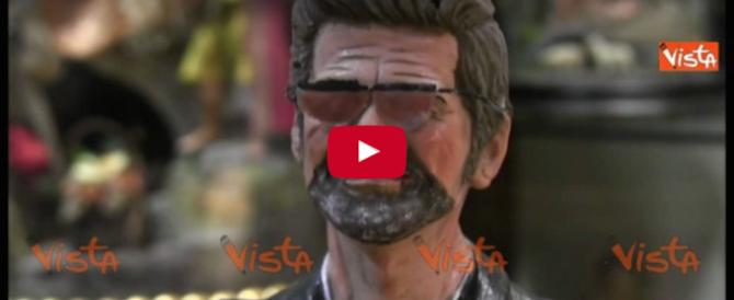 Nel presepe la statuina di George Michael: è il regalo di Napoli (video)
