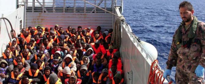 Migranti, la rabbia dei poliziotti: sbarchi a raffica e noi siamo ridotti male