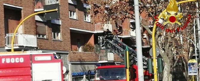Il dramma di Isabella Biagini. A fuoco l'appartamento, evacuato il palazzo (video)