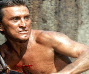 Kirk Douglas, l'indomito leone di Hollywood compie 100 anni (Video e Fotogallery)