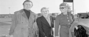 Kirk Douglas con la moglie e il figlio eric in partenza per Amburgo