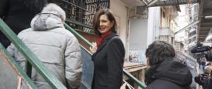 """Boldrini rischia il capitombolo all'arrivo a Napoli: """"Stavo per saltare"""" (VIDEO)"""