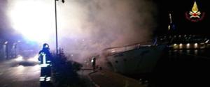 L'incendio sullo yacht ormeggiato a Loano: 3 vittime