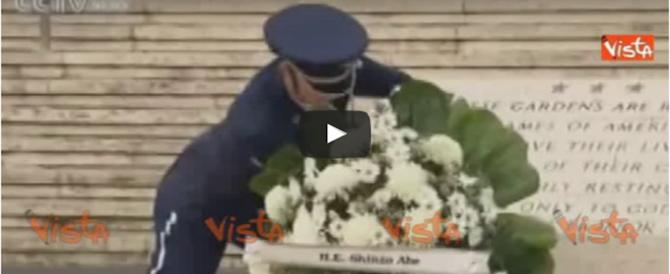 La storica visita del premier giapponese a Pearl Harbor (video)
