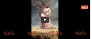Esplode una raffineria vicino a Pavia. Appello ai cittadini: «Restate a casa» (video)