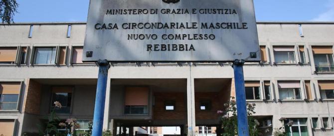 Utilizzavano cellulari per ordinare droga: blitz nel carcere di Rebibbia
