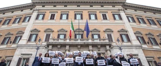 Salvini: «Basta perdere tempo. Al voto subito o chiamiamo in piazza gli italiani»