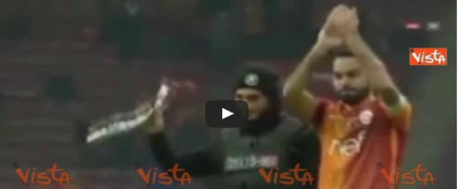 Bombe a Istanbul, il bilancio sale a 44 vittime. E il capitano del Galatasaray… (Video)