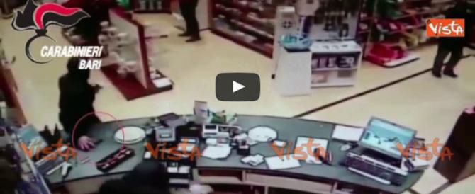Rapinatori in azione a Gravina: ecco le immagini che li inchiodano (video)
