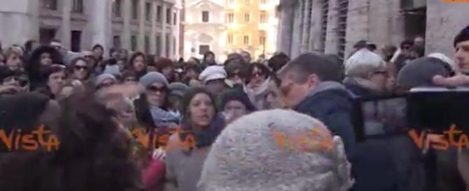 Almaviva chiude la sede di Roma: sindacalisti aggrediti dai lavoratori (VIDEO)