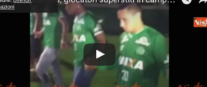 Tragedia in Colombia, dolore allo stadio: i giocatori superstiti in lacrime (video)