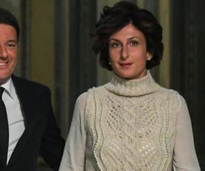 Il maglione di Agnese Renzi costa troppo? Sul web parte il referendum (VIDEO)