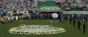 Brasile in lacrime: in centomila ai funerali dei calciatori (video)