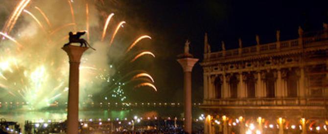 Capodanno speciale: si brinda a teatro con Brignano, Montesano e Proietti…