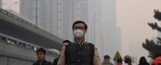 Cina, allarme rosso. Lo smog rende invivibili Pechino e altre 22 città