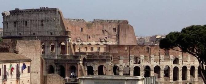 """Il Colosseo diventa un ring per Raggi e Franceschini: Roma dice no al """"parco"""""""