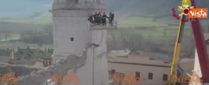 Le spettacolari immagini del drone che vola sulle rovine del terremoto (video)