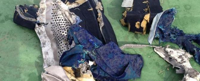 Egyptair, tracce di esplosivo sui corpi dei passeggeri morti nello schianto